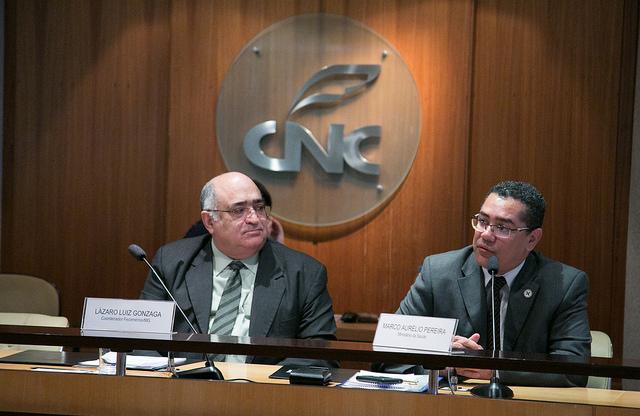 Coordenador da Câmara Brasileira de Produtos Farmacêuticos e presidente do Sistema Fecomércio MG e Sindicatos, Lázaro Luiz Gonzaga, e o coordenador-geral de Gestão do Departamento de Assistência Farmacêutica da Secretaria de Ciência, Tecnologia e Insumos estratégicos do Ministério da Saúde, Marco Aurélio Pereira.