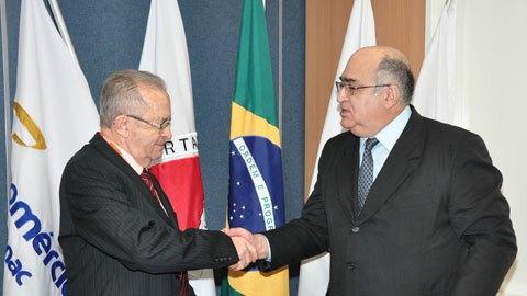 Presidente do Sistema Divina Providência, Jairo Azevedo e o presidente do Sistema Fecomércio MG, Sesc e Senac, Lázaro Luiz Gonzaga.